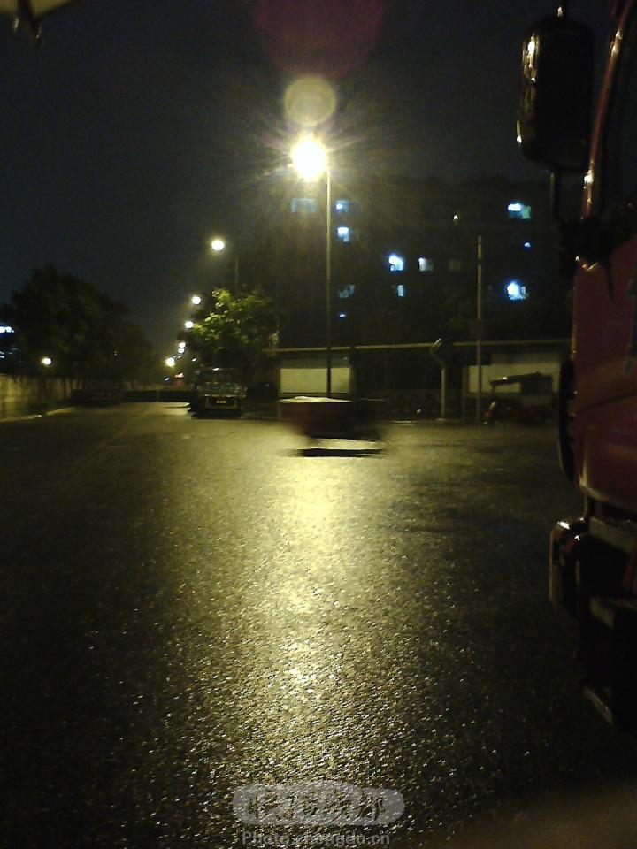〈原创〉[五绝] 雨夜街灯 - 文学天使 - 桃花苑主—文学天使