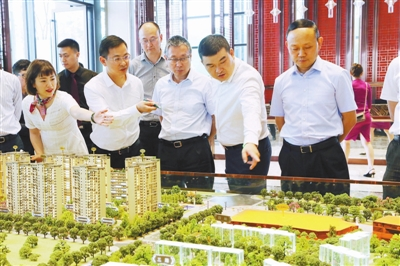 全力加快项目建设 共同抓好产业发展